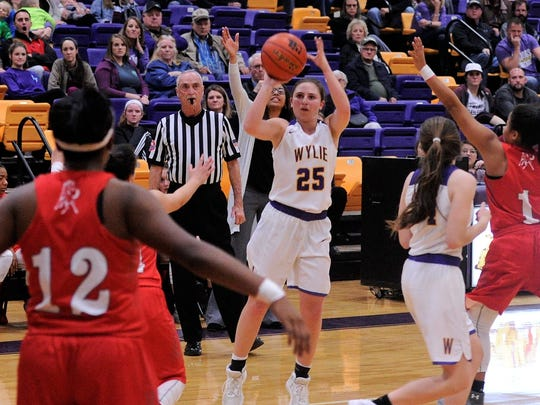 Wylie's Lauren Fulenwider (25) lines up a 3-point shot during the 73-48 win against Sweetwater on Tuesday, Feb. 6, 2018 at Bulldog Gym.