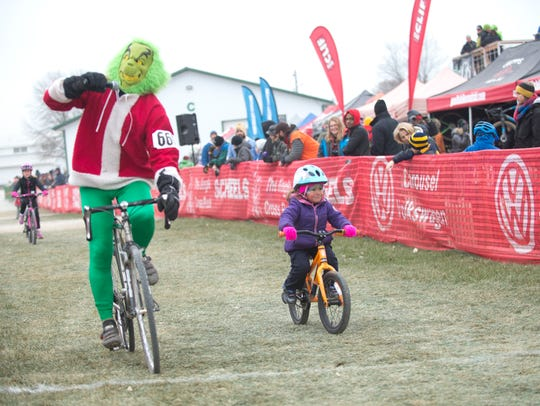 Jingle Cross cyclo-cross races go on in Iowa City in