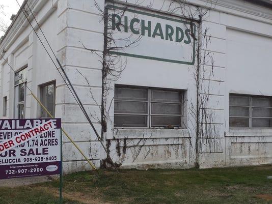 Richards-Oil.jpg