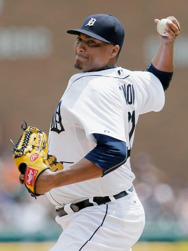 Tigers pitcher Alfredo Simon delivers against the Indians