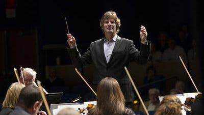 Mischa Santora led his final concert as Cincinnati Chamber Orchestra music director in June.
