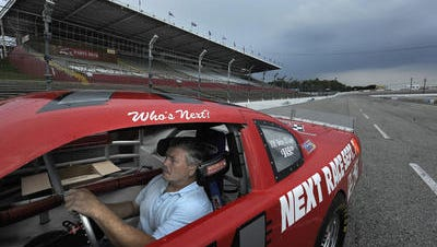 Tony Formosa, racing promoter of Fairgrounds Speedway Nashville since 2010, will manage the track for another season next year after the Metro fair board on Tuesday voted to extend his lease agreement.