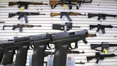 Assault weapons and handguns for sale in Springfield, Ill.