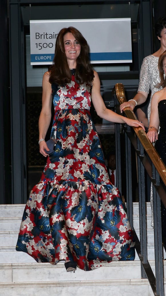 538d905f078 Duchess Kate back to looking elegant  fashion mishap forgotten