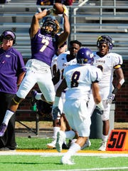 Hardin-Simmons receiver Alex Bell returns to the team this season after receiving a medal hardship waiver. Bell missed most of last season due to an injury and is one of five team captains for the Cowboys this year.