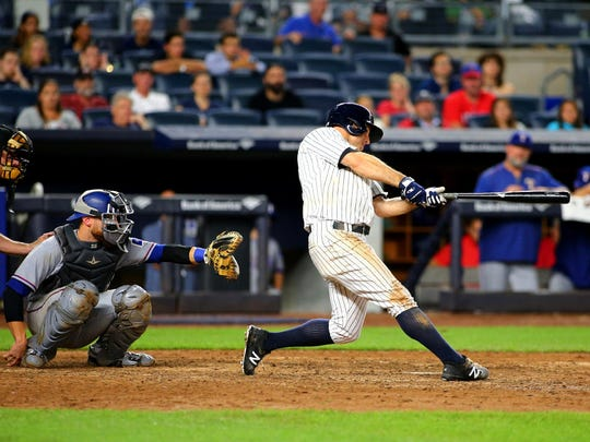 Brett Gardner hits a game-tying solo home run off Rangers