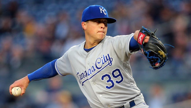 May 10, 2016; Bronx, NY, USA; Kansas City Royals starting pitcher Kris Medlen (39) pitches against the New York Yankees during the second inning at Yankee Stadium. Mandatory Credit: Brad Penner-USA TODAY Sports