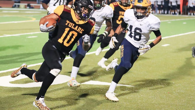 Tulare Union's Kazmeir Allen (10) turns the corner and scores a touchdown against Sunnyside in a Central Section Division II quarterfinal high school football game on November 9, 2017.