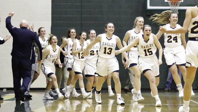 Hartland celebrates a 40-37 victory over Howell in the district semifinals on Wednesday, Feb. 28, 2018.