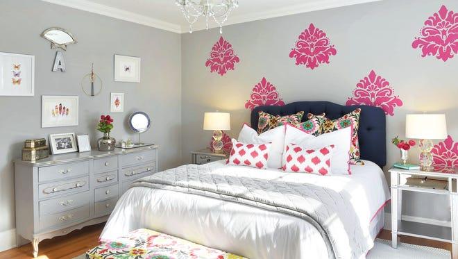 Pre-teen bedroom designed by JK Interior Living, Ridgewood