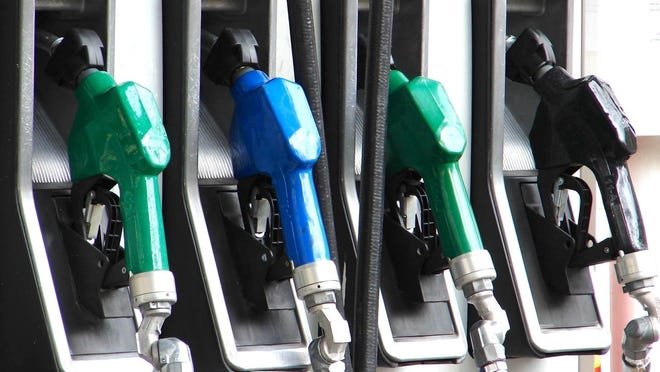 Michigan gas prices fell 5.4 cents per gallon over the past week.