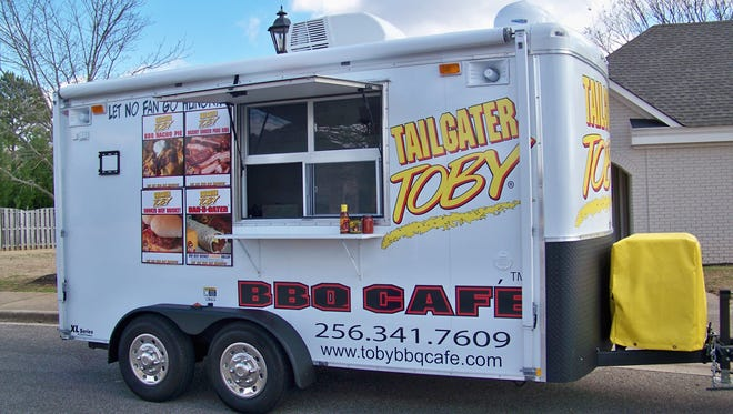 """Investors in the Tailgater Toby food truck franchise say they are owed thousands of dollars by the owner. The owner, Earl """"Ken"""" Wright, started the business in Chariton in 2008."""