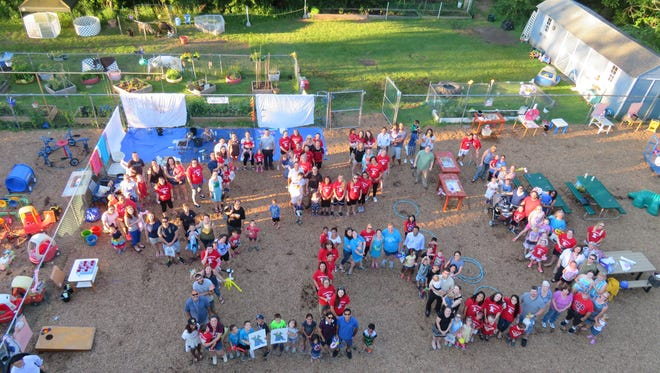Kangaroo Kids creates a human puzzle piece in support of Autism Speaks.