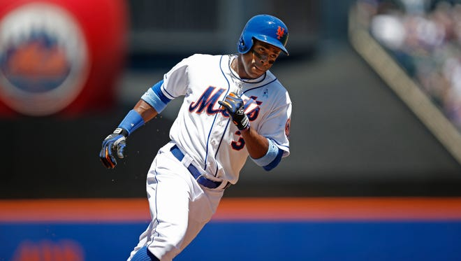 The Mets' Curtis Granderson rounds the bases after hitting a first-inning solo homer off San Diego's Ian Kennedy at Citi Field on Sunday.