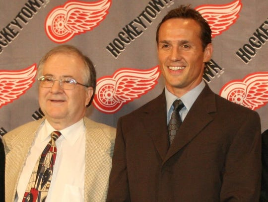 Former Red Wings captain Steve Yzerman, right, stands