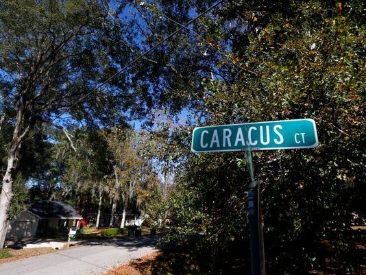 -Caracus Court Neighborhood 4.jpg_20141208.jpg