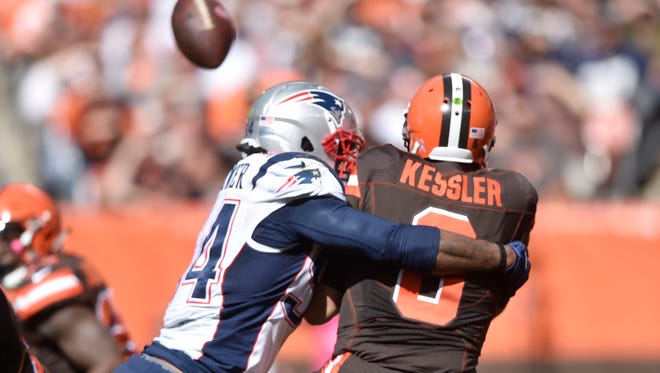 New England Patriots middle linebacker Dont'a Hightower hits Cleveland Browns quarterback Cody Kessler on Oct. 9, 2016.