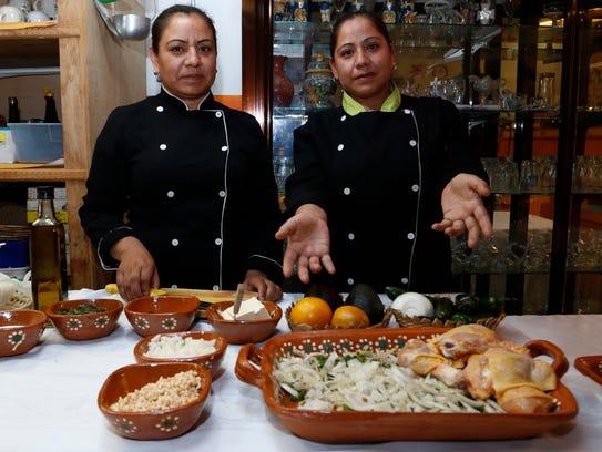 Las hermanas Reyna (i) y María de los Ángeles Morales