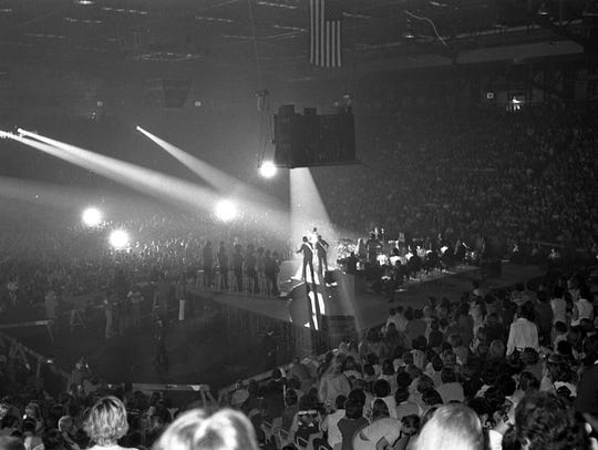 Overview of the stage with Elvis Presley in concert,