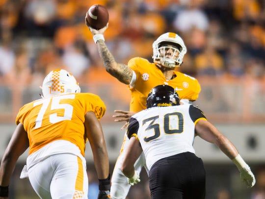Tennessee quarterback Jarrett Guarantano (2) makes