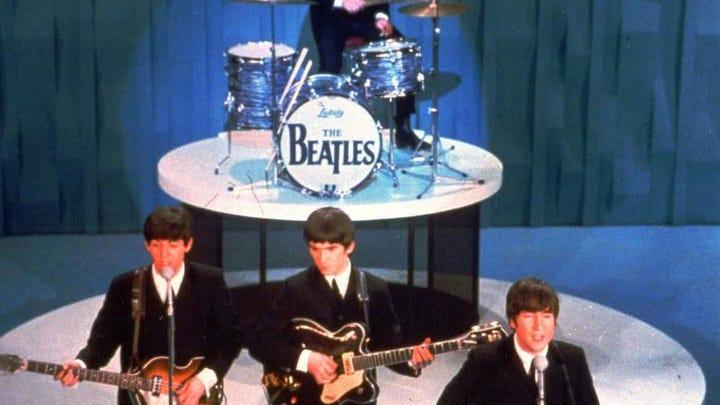 За первые пять дней продаж переизданной коллекции альбомов группы The Beatl