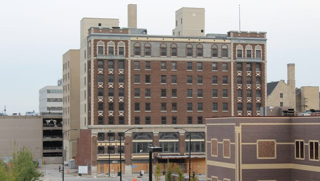 Work on the Hotel Northland is expected to resume later this month after Ganther Construction Inc. was hired to complete the renovation of the downtown Green Bay Hotel.