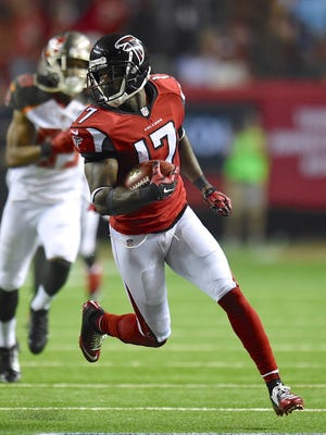 Devin Hester speeds to the end zone for his NFL-record 20th career return TD.