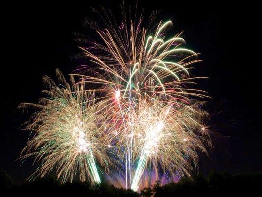 042116-vr-fireworks.jpg
