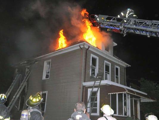060916-cn-roofburns.jpg
