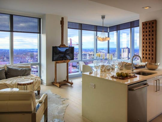 Floor-to-ceiling windows provide all-round exceptional views from the rental residences of The Modern, which are further complemented by the many desirable amenities and facilities available to residents of the hi-rise glass tower in Fort Lee.