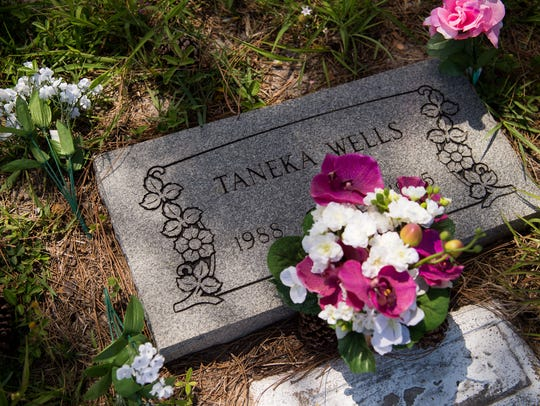 New flowers that Elaine Amy placed at Taneka Wells'