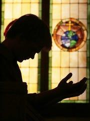 Alex Wiesendanger prays for prisoners Sedley Alley