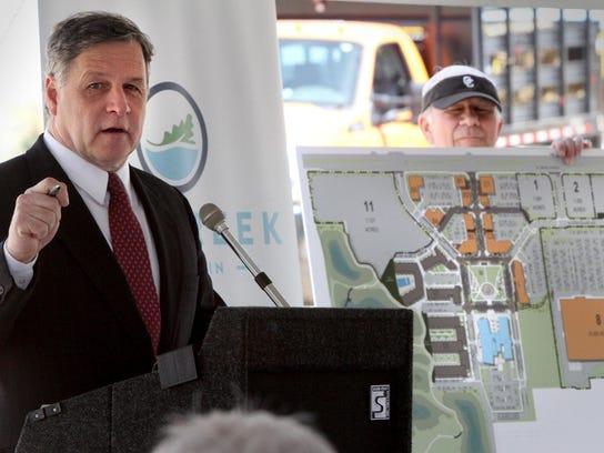 Oak Creek Mayor Steve Scaffidi introduces the variety