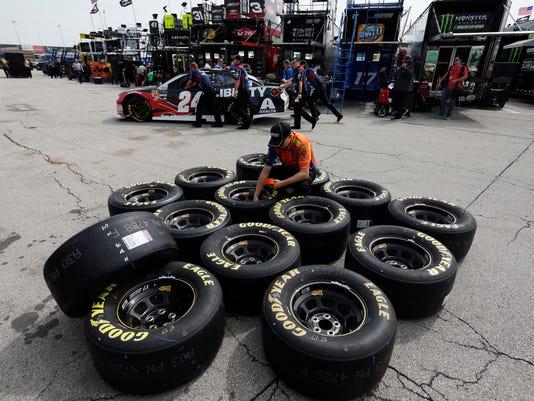 NASCAR_Kansas_Auto_Racing_16638.jpg