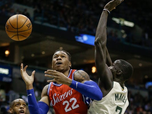 Philadelphia 76ers' Richaun Holmes loses control of the ball while guarded by Milwaukee Bucks' Thon Maker during the first half of an NBA basketball game Monday, Jan. 29, 2018, in Milwaukee. (AP Photo/Tom Lynn)