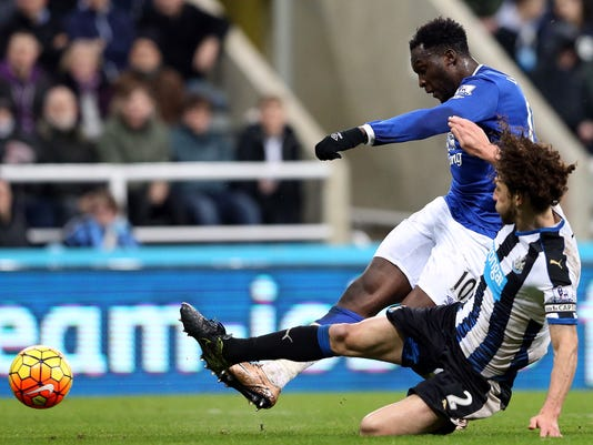 Everton's Romelu Lukaku, left, vies for the ball with Newcastle United's captain Fabricio Coloccini, right, during the English Premier League soccer match between Newcastle United and Everton at St James' Park, Newcastle, England, Saturday, Dec. 26, 2015. (AP Photo/Scott Heppell)