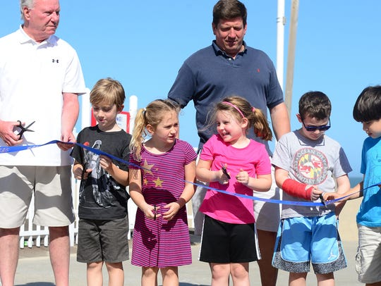 Kids join the Ocean City Mayor and Town Council for