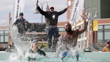 Lambeau Leap meets Polar Plunge at charity event in Green Bay