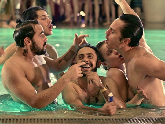 "A pool party turns into a fight in ""Hazlo Como Hombre."""