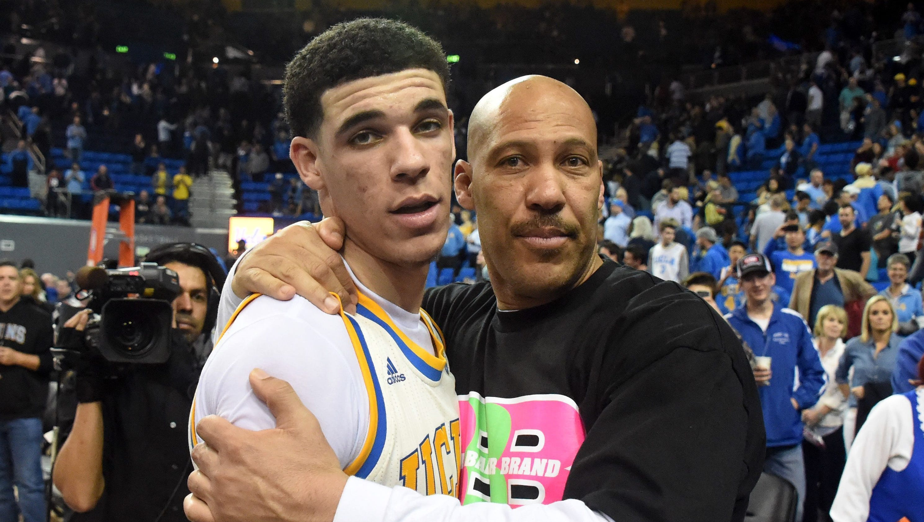 bacd1b62d19 chicago.cbslocal.com Lonzo Ball roasts LaVar in Father's Day ad