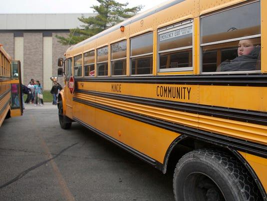 -MNI 1029 buses 08.jpg_20131031 (2).jpg