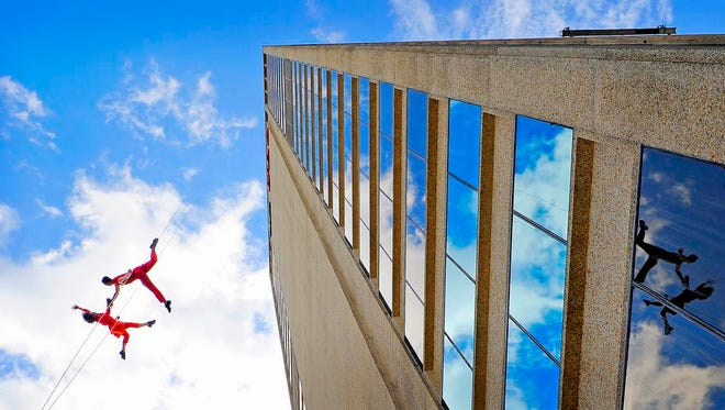 In advance of its weekend performance at Oz Arts Nashville, Oakland, Calif., troupe Bandaloop demonstrated its gravity defying dance with a lunchtime performance Monday at the UBS building downtown in Oct. 2014.