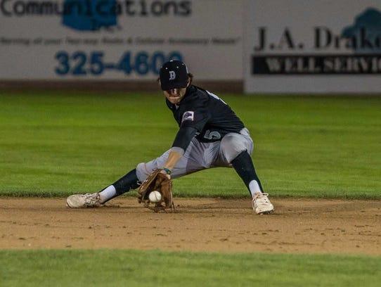 Danville Hoots' second baseman Luke O'Brien fields