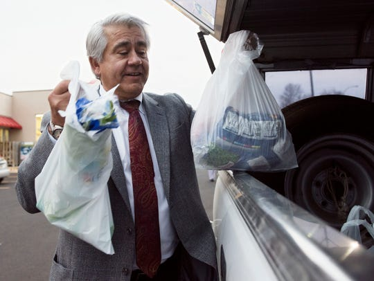 Tim Wingen loads groceries from Sunshine Foods into