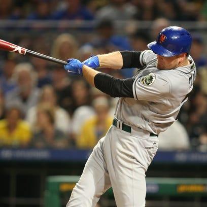 New York Mets first baseman Lucas Duda (21) hits a