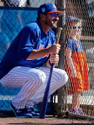 New York Mets manager Mickey Callaway pauses to take a photo with 3-year-old Elise Marsala during spring training baseball practice Friday, Feb. 16, 2018, in Port St. Lucie, Fla.