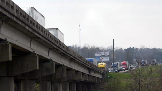 Alternating lanes of the Interstate 10 Atchafalaya Basin Bridge are scheduled Feb. 5-6, 2018.