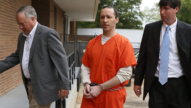 James Everett Dutschke, center, is lead into the Federal Building in Aberdeen, Miss., by U.S. Marshalls on Tuesday, May 13, 2014, for a sentencing hearing, but instead Dutschke withdrew guilty plea. The 42-year-old Tupelo man pleaded guilty in January to charges of making ricin and sending letters dusted with the poison to President Barack Obama, Republican U.S. Sen. Roger Wicker and Mississippi judge Sadie Holland. At the sentencing, he told U.S. District Judge Sharion Aycock that he was innocent and wanted a chance to prove it. (AP Photo/Northeast Mississippi Daily Journal, Thomas Wells) MANDATORY CREDIT