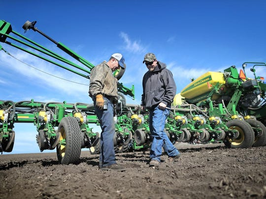 Contract farmer Bob Dorr and nephew Chad Bergsbaken
