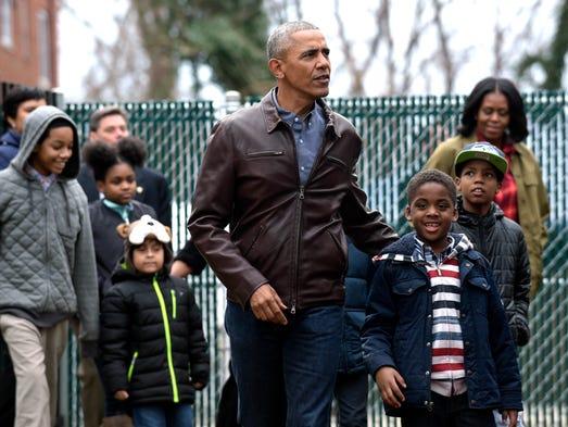"Obama talks with kids as they play on ""Malia and Sasha's"